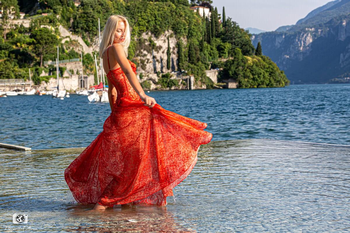 L'abito non deve appendersi al corpo, ma seguire le sue linee. Deve accompagnare chi lo indossa e quando una donna sorride l'abito deve sorridere con lei.